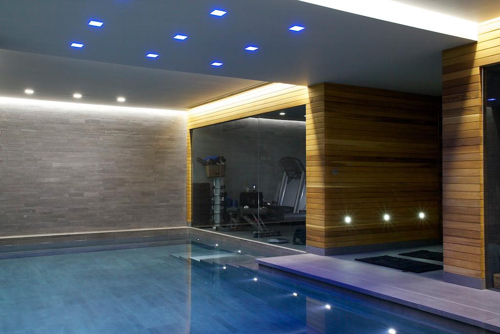 Piscine intérieure sur mesure de luxe avec jacuzzi, Londres