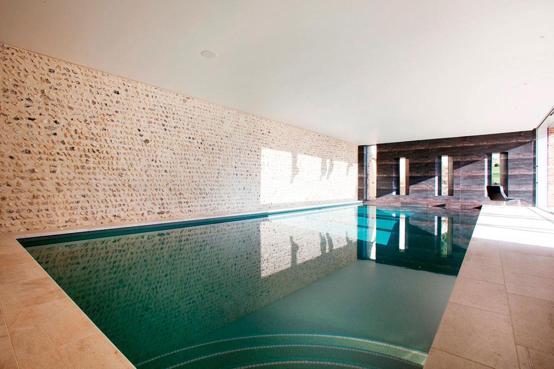东苏塞克斯的定制室内游泳池
