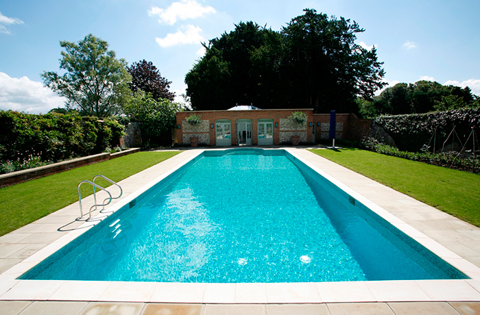 Outdoor Swimming Pool and Garden Room in Oxfordshire