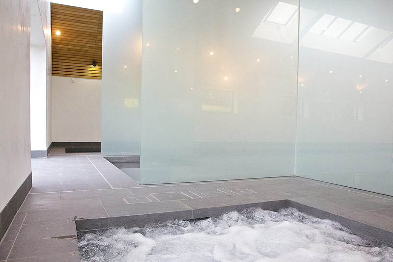 苏塞克斯环保型室内游泳池