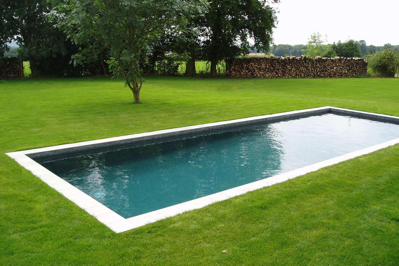 Замечательный открытый бассейн в Хэмпшире