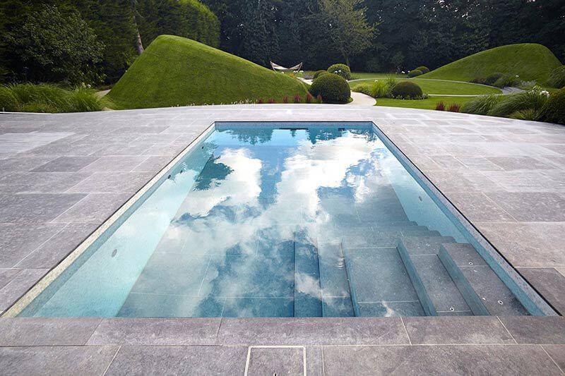 outside-moving-floor-Guncast-pool