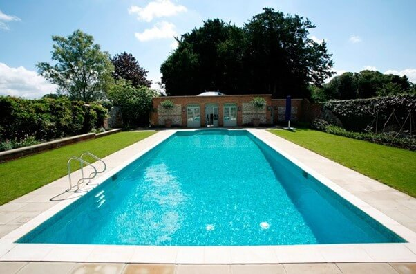 How to Make the Most of a Swimming Pool Space