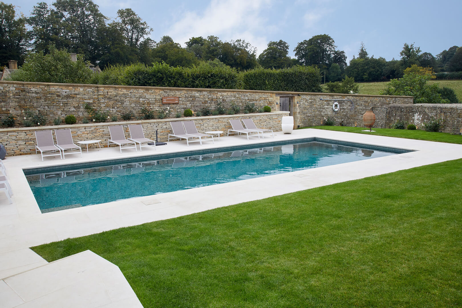 Luxury Residential and Commercial Outdoor Swimming Pool